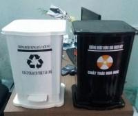 Thùng rác y tế 15 lít, thùng đựng rác y tế mới, thùng rác đạp chân giá rẻ